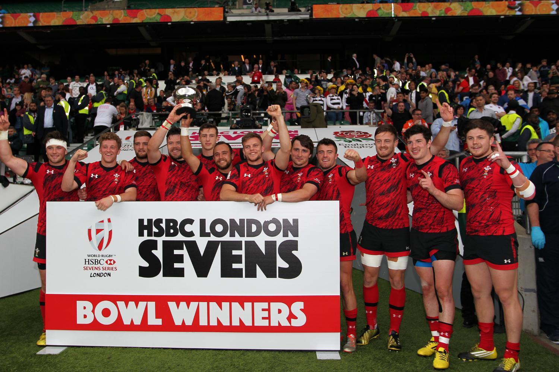 Wales lift the Bowl at the HSBC London Sevens
