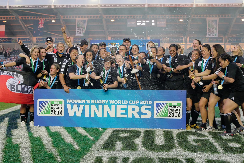 WRWC 2010: New Zealand women celebrate winning the Women's Rugby World Cup