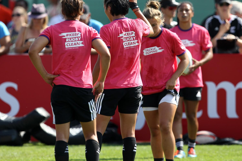 New Zealand women warm up