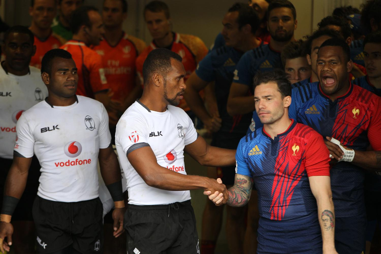 Osea Kolinisau shakes Terry Bouhraoua's hand
