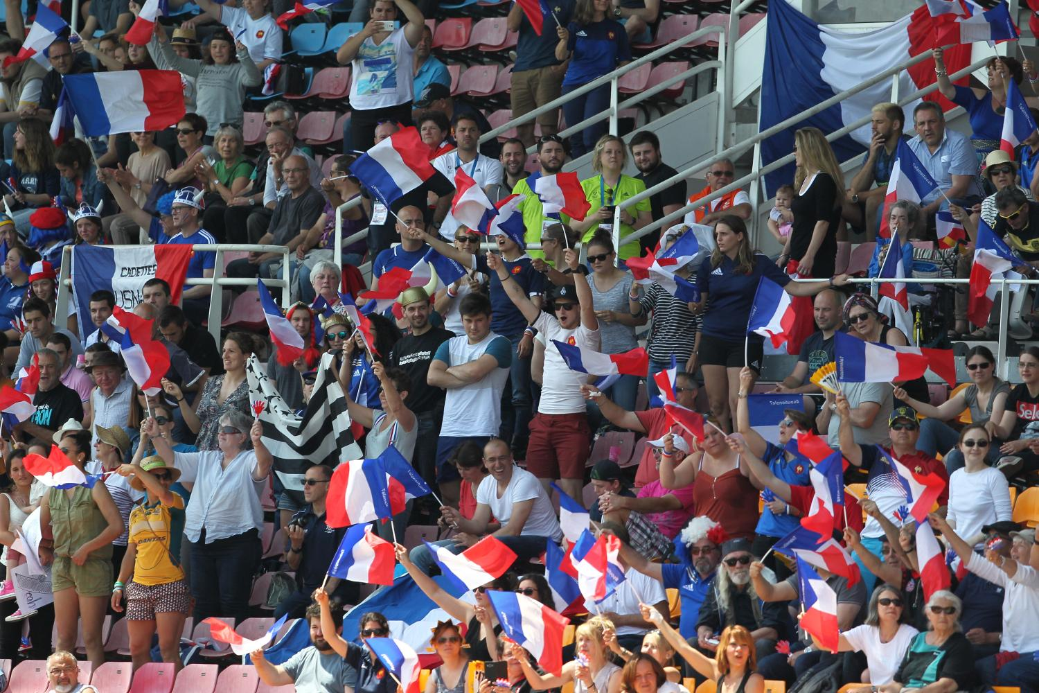 Fans at the #Clermont7s