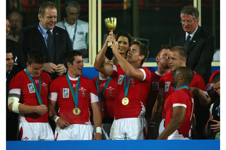 RWC Sevens 2009 - Wales trophy lift