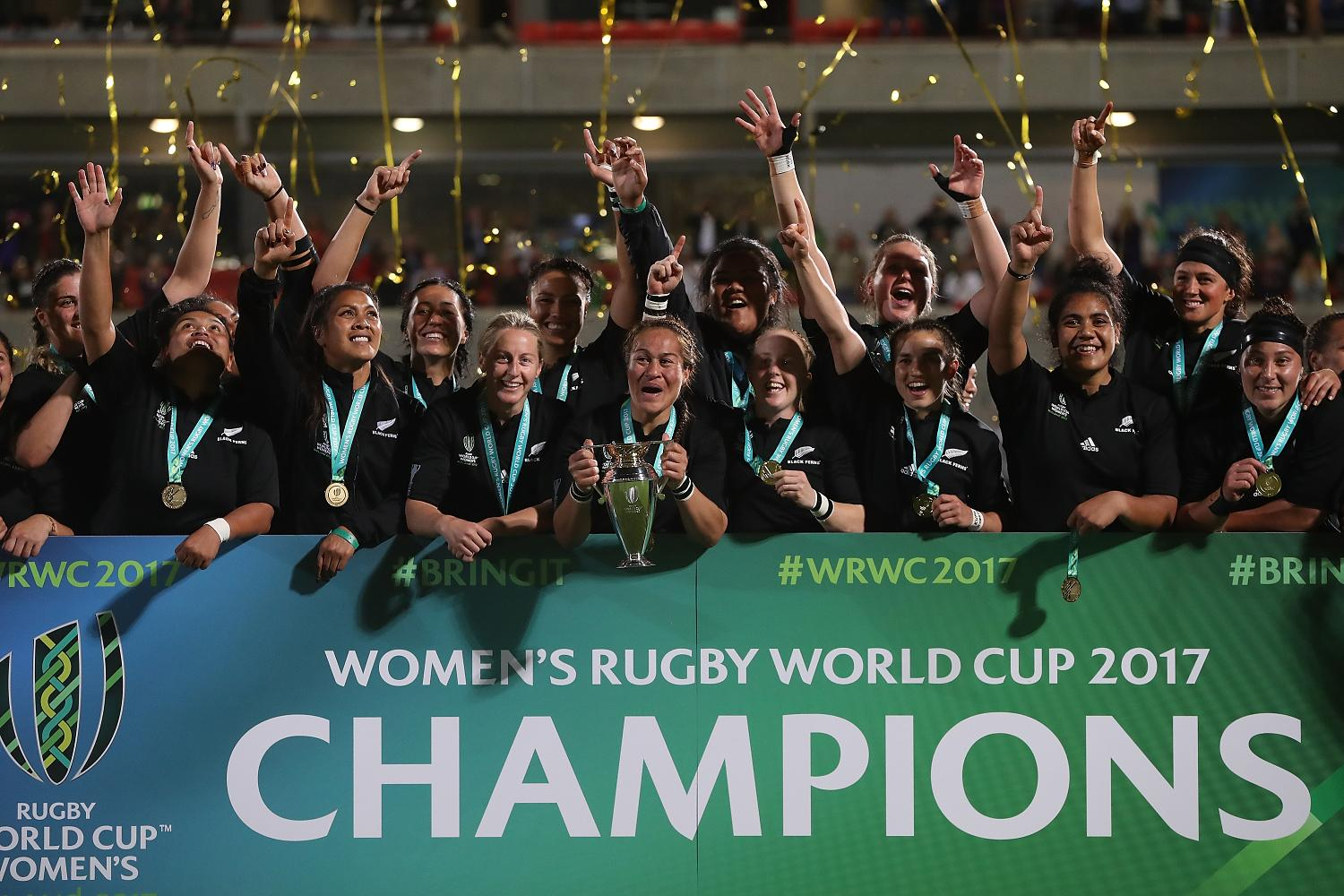 WRWC 2017: Final - England v New Zealand trophy lift