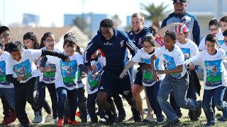USA Rugby Sevens player Carlin Isles races against school children as they take part in the HSBC USA Sevens Adopt A Country Programme